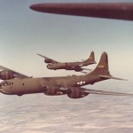 B-29爆撃機と対空砲