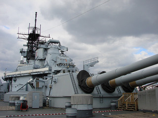 消えゆく軍艦と移動する基地、空母