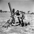 Personnel of the Saskatoon Light Infantry (M.G.) with a 4.2-inch mortar, Militello, Italy, August 22, 1943 / Des membres du Saskatoon Light Infantry (M.G.) avec un mortier de 4,2 pouces à Militello (Italie), le 22 août 1943