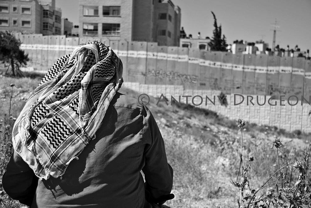 Le berger et le mur. Ar-Ram, Cisjordanie.