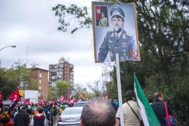 Mariano Rajoy pastiché en officier SS aux ordres d'un régime néo-nazi défendant l'euro.
