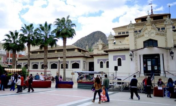 A Cieza, près de Murcie, la plaza del ayuntamiento.