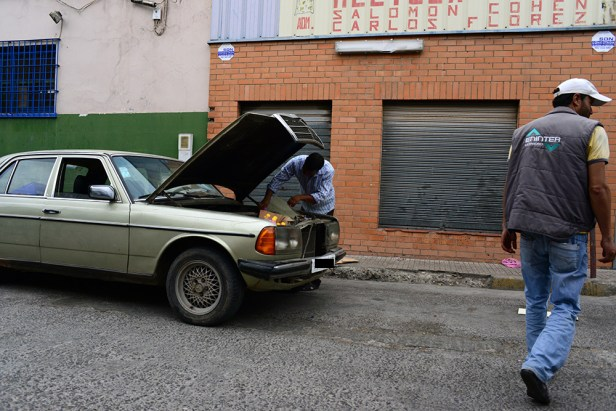 Même les interstices du moteur deviennent un espace de stockage. Crédit : AD
