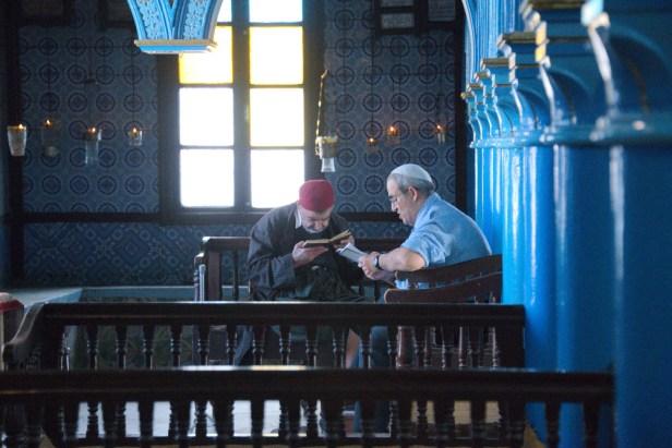 Dans la synagogue de la Ghriba