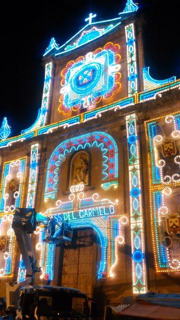 L'église du Carmine maggiore, apprêtée pour une célébration, dans le quartier Ballaro
