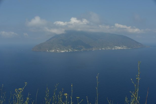 L'île de Salinas, vue de celle de Lipari