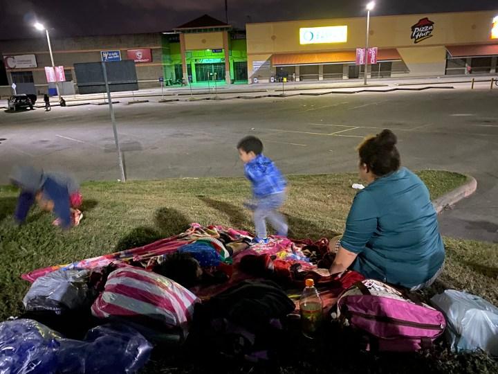 Una madre de familia espera huir de Honduras junto a sus tres hijos, esposo y hermano. Foto: Dunia Orellana