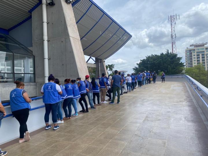 Largas filas hicieron hoy los nacionalista con tal de vacunarse. Mientras millones de hondureños esperan una vacuna.