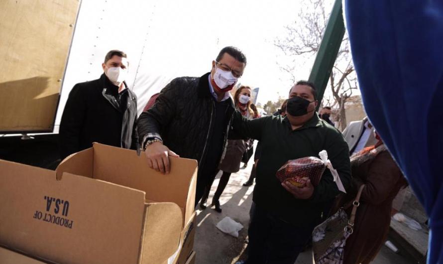 Empleados del Gobierno Municipal reciben pavos por época decembrina