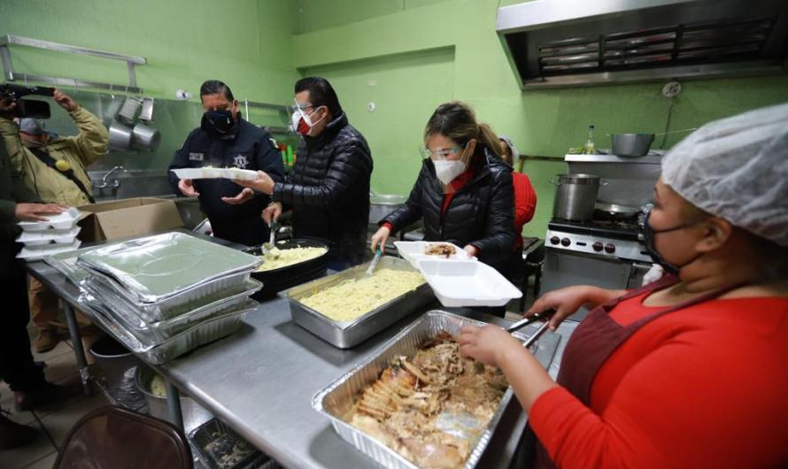 Reciben familias vulnerables comida navideña
