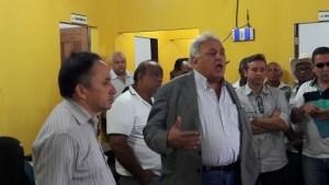Vírgilio em conversa com os garimpeiros em Serra Pelada