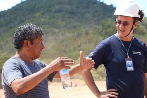 Presidente da COOMIC passa informações sobre a área ao eng. do DNPM
