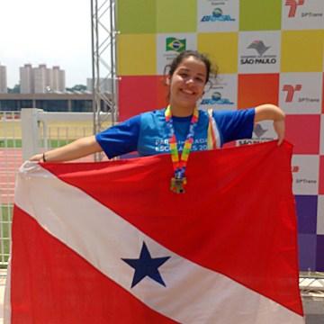 Com a conquista de 56 medalhas, o Pará encerrou nesta sexta-feira (25) sua participação nas Paralimpíadas Escolares 2016, realizadas no Anhembi Parque, na cidade de São Paulo (SP), de 22 a 25 de novembro. Neste ano, a participação dos atletas paraenses na competição já é considerada uma das melhores, com 19 ouros, 22 pratas e 15 bronzes, colocando o Estado no quinto lugar no ranking dos ganhadores de medalhas e em sétimo na classificação final por pontos, com 226. Exibindo suas medalhas, os estudantes aproveitaram a festa de encerramento. Na foto, a atleta paralímpica Adriane Minas, do município de Barcarena-PA.  FOTO: ASCOM / SEDUC DATA: 25.11.2016 SÃO PAULO - SP
