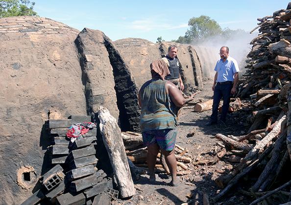 O carvão vegetal é usado geralmente no beneficiamento de minério de ferro (Foto: SRTE/GO / Divulgação)