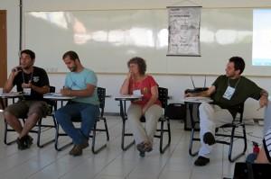 Da esq à dir, Martin Carcione, Luiz Guimarães, Gabriela Scotto e Bruno Milanez discutem alternativas ao modelo neoextrativista