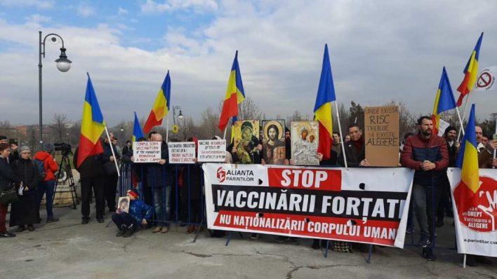 Protest la Parlament în timpul dezbaterilor pe legea vaccinării obligatorii - Reporter Global