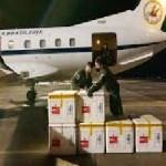 aviãochega com vacina 01