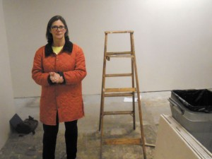 """Local artist Julie Marshall, at the Dunwoody Village storefront where the Dunwoody Fine Arts Association plans to open a new """"pop-up"""" art gallery in February."""