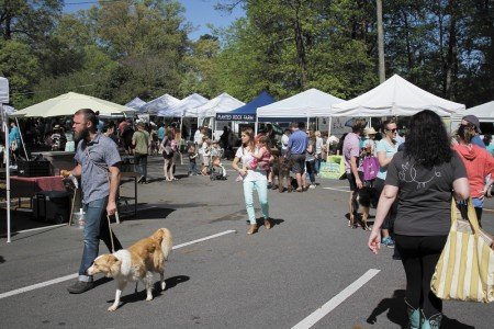 The Peachtree Road Farmers Market is located at the Cathedral of St. Philip, 2744 Peachtree Road. The market, now in its ninth year, continues Saturdays through December. Photo by Isadora Pennington