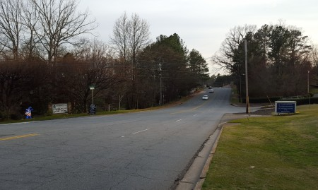 Sandy Springs Circle as it today, looking south near the Hilderbrand Drive intersection. Most of the street lacks sidewalks. (Photo John Ruch)