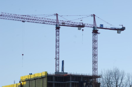 Two cranes operate at the State Farm at Park Center development at Hammond Drive and Perimeter Center Parkway in Dunwoody. (Photo Phil Mosier)