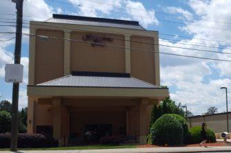 The Hampton Inn Atlanta-Buckhead on Piedmont Road. (Photo John Ruch)