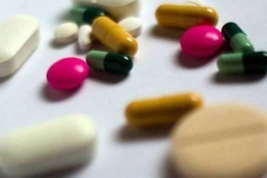 Remédios: as bactérias podem se tornar resistentes quando o paciente não toma corretamente os antibióticos (Loic Venance/AFP)