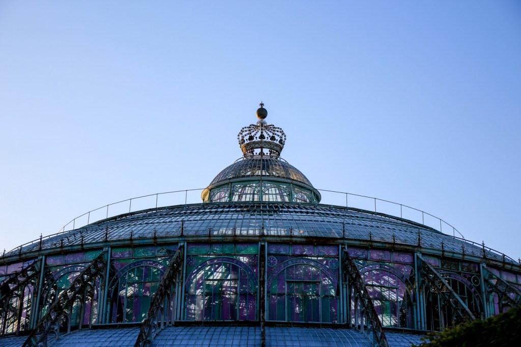 Les serres royales de Laeken vues de l'extérieur