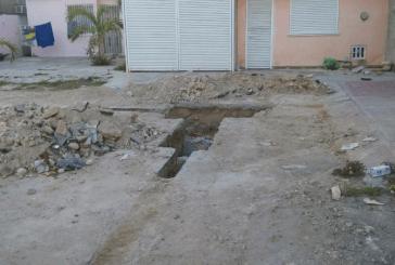 CAPA ROMPE CALLES, BANQUETAS EN PACTO OBRERO Y NO CONCLUYE OBRA DESDE HACE MESES