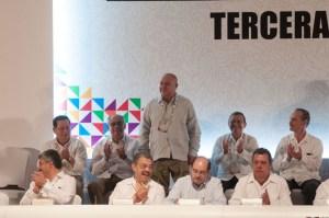 Aarón Urbina Bedolla, presidente de la Junta de Coordinación Política de la LVIII Legislatura del Estado de México, recibió el reconocimiento del presidente del Consejo Directivo Nacional de Copecol,