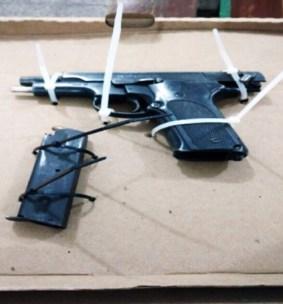 arma-de-fuego-color-negro-calibre-9-mm-abastecida-con-un-cargador-y-8-cartuchos-útiles.jpeg.jpeg