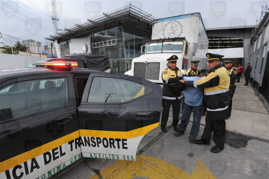 detienen_camion_robado_texcoco_policia_asegura_mercancia_contrapapelmx.jpg