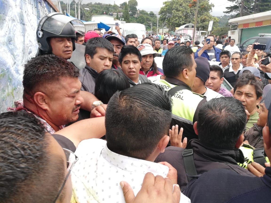 TUNDEN A GOLPES A POLICÍA DE LA FGJEM QUE LLEGÓ A ECATZINGO DÓNDE QUERÍAN LINCHAR A ADICTO