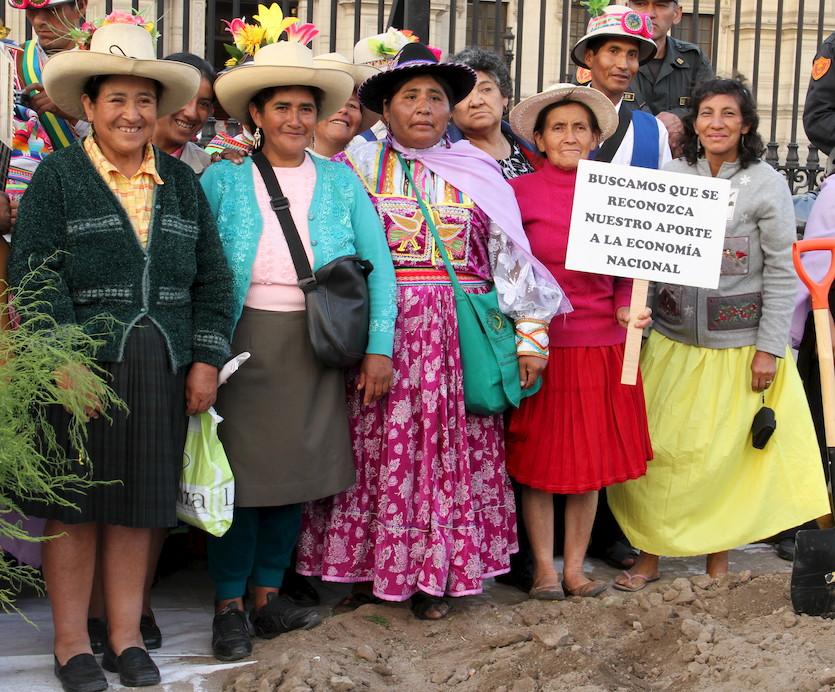 mujeres-que-luchan-por-los-derechos-de-las-mujeres.jpg