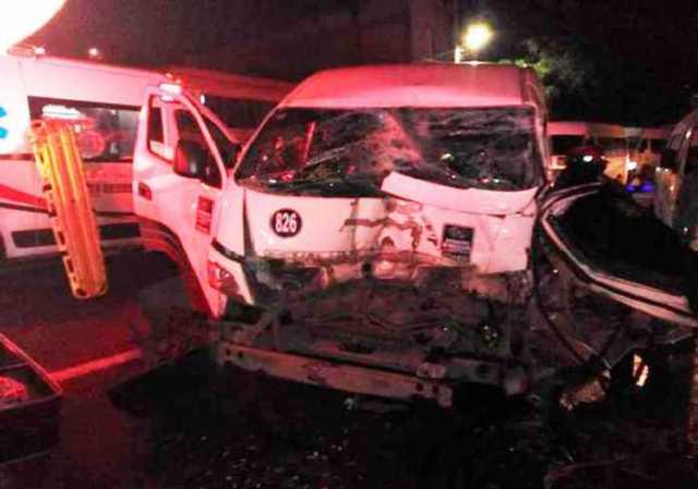 Combi-se-impacta-contra-camión-en-la-México-Pachuca.jpg