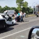 Fuerte carambola en la autopista México Querétaro a la altura del Estadio de Fútbol