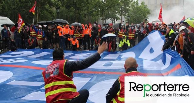 À Paris, les cheminots s'allient aux salariés de l'énergie pour défendre le service public