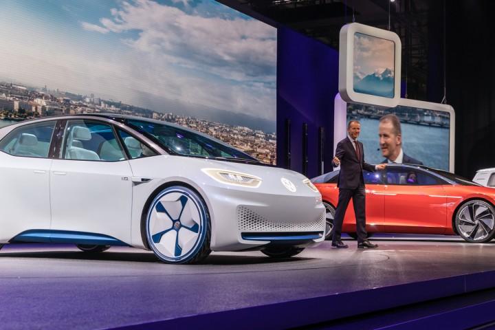 La voiture électrique, le défi vrombissant de l'après-Merkel