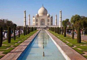 O mausoléu Taj Mahal, em Agra, construído no século XVII