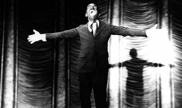 Al Jolson em Jazz Singer (O Cantor de Jazz de Alan Crosland) em 1923