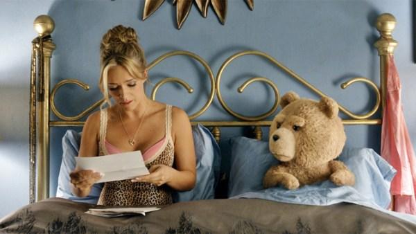 Nesta nova aventura, Ted terá que provar juridicamente que é um ser humano e não uma propriedade.