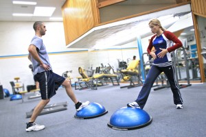 Personal_trainer_showing_a_client_how_to_exercise_the_right_way_and_educating_them_along_the_way-300x200