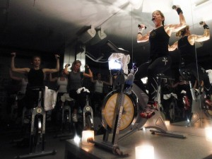spinning-indoor-cycling-class-2-300x225
