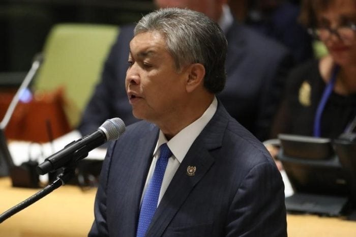 Deputy Prime Minister Ahmad Zahid Hamidi of Malaysia speaks during a high-level meeting on addressing large movements of refugees and migrants at the United Nations General Assembly in Manhattan, New York, U.S. September 19, 2016. REUTERS/Carlo Allegri