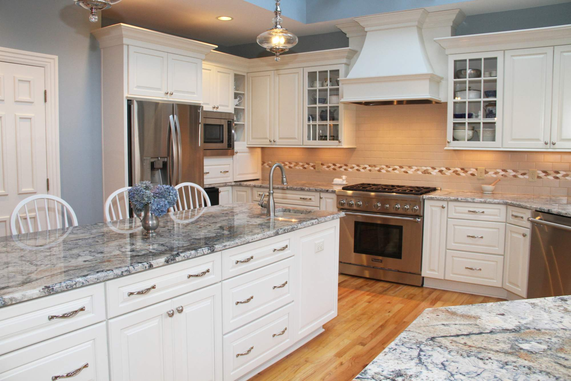 Traditional White Kitchen With Blue Azurite Granite