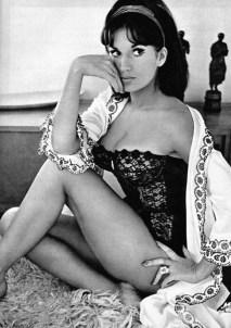 Yvonne-Romain-lingerie