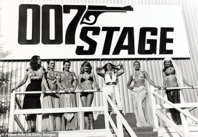 Bond Girls at the 007 Stage