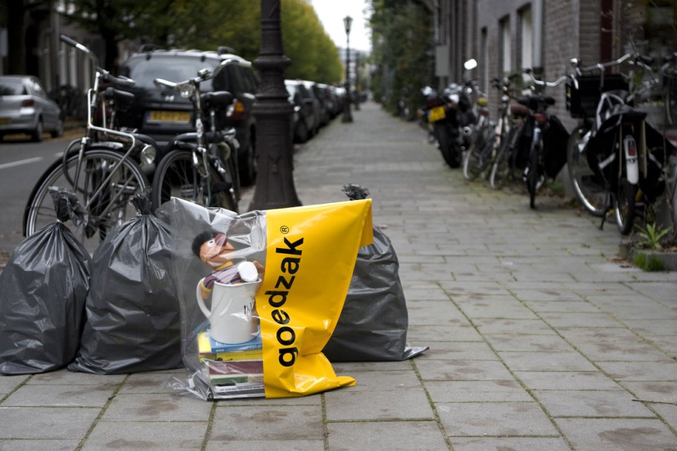 Goedzak is a specially designed bag that makes sharing and re-use is as easy as taking out the trash.