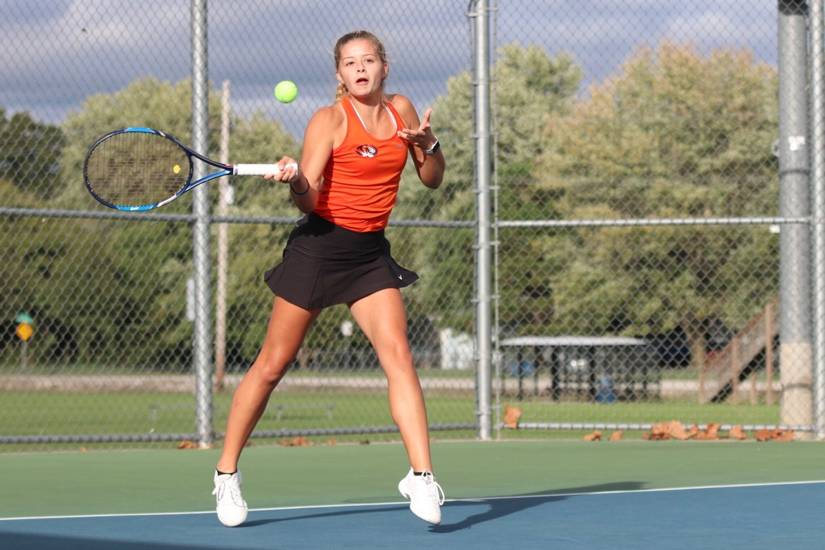 Snyder Heads Back To State With Straight Sets Win