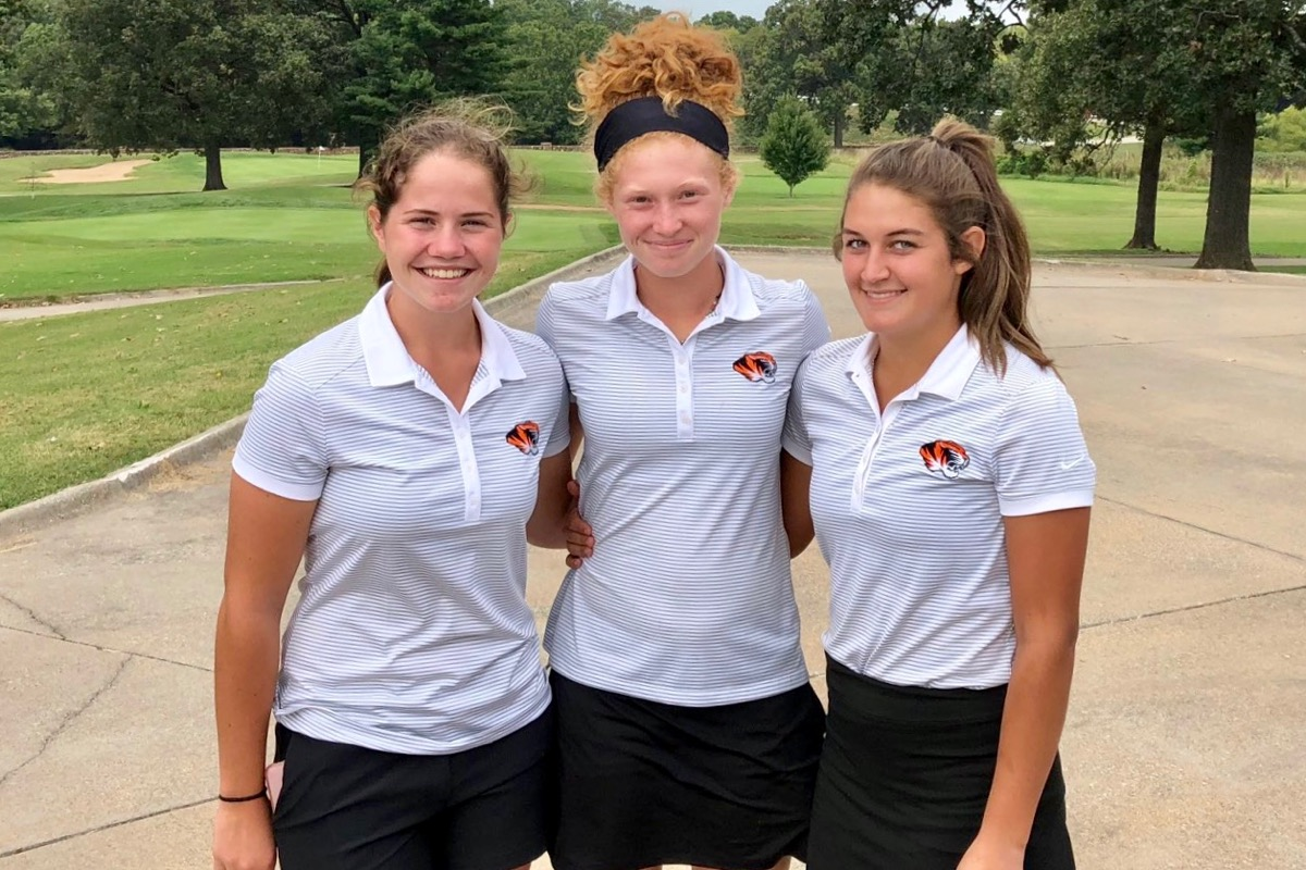 Three Repmo Golfers Advance